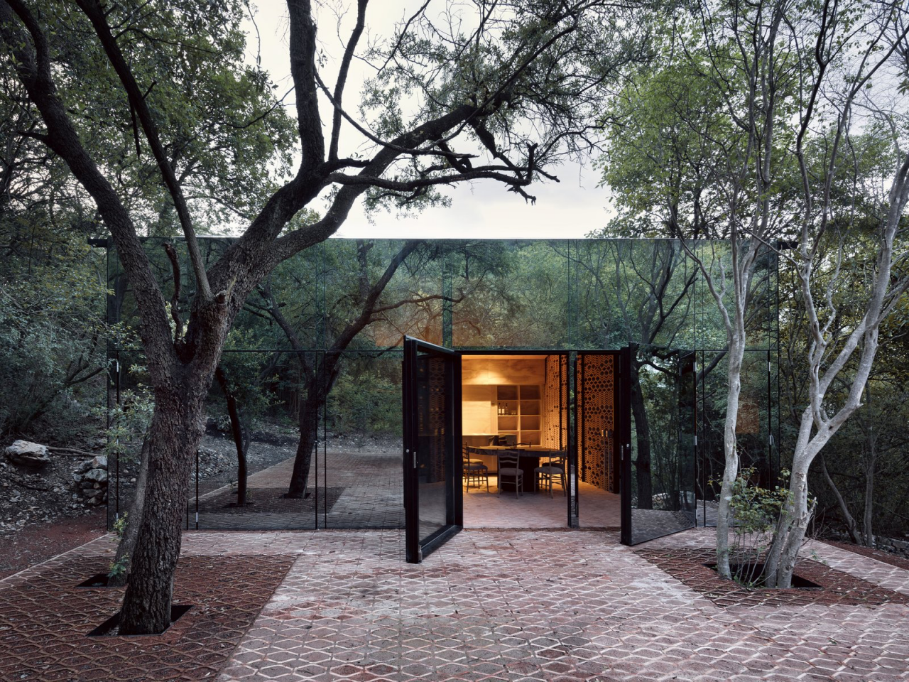 Dwell Shares The Coolest Home Covered In Mirrored Glass