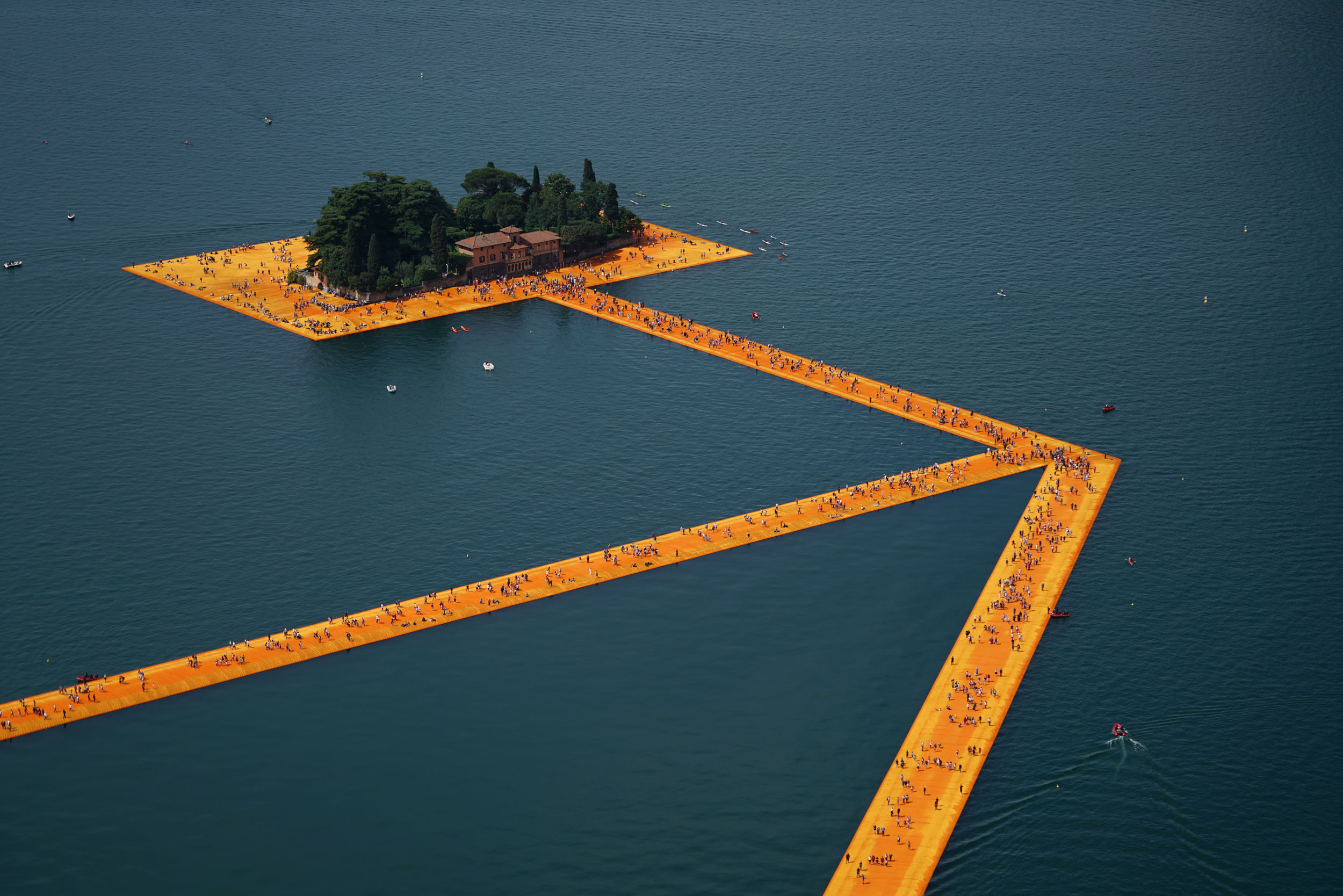 Christo and Jeanne-Claude The Floating Piers, Lake Iseo, Italy, 2014-16 Photo: Wolfgang Volz © 2016 Christo