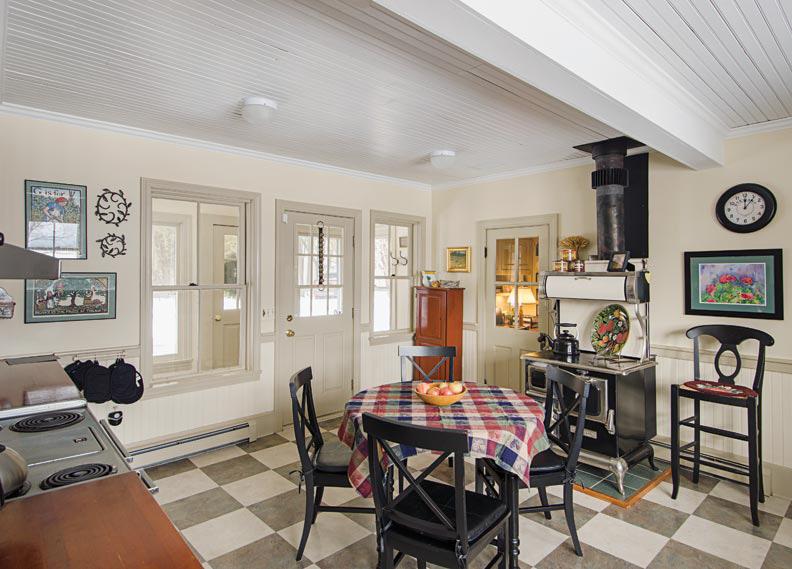 vermont-lakeside-cottage-kitchen_20131227-215445_1.jpg