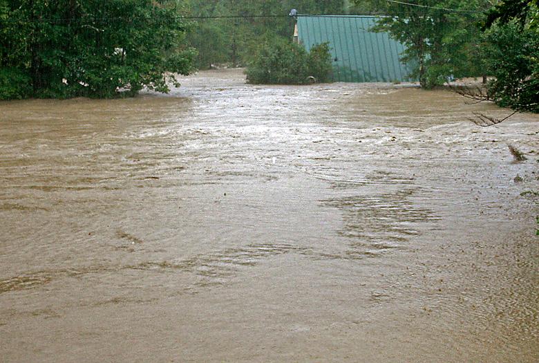 Stockbridge-day2-tweed-flood